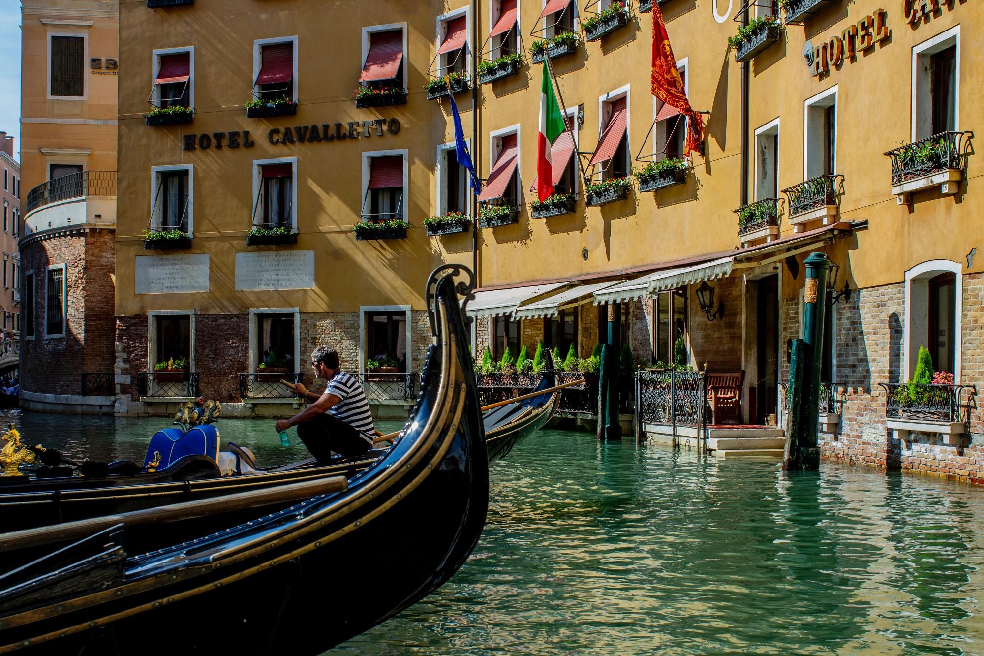 How do people get around Venice?